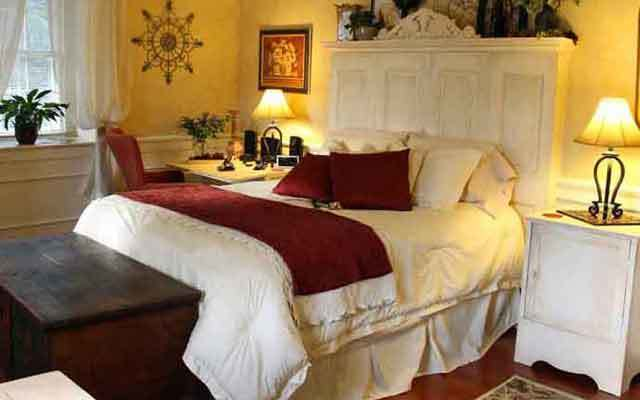 Standard Bedrooms at 1777 Americana Inn Bed and Breakfast Ephrata PA