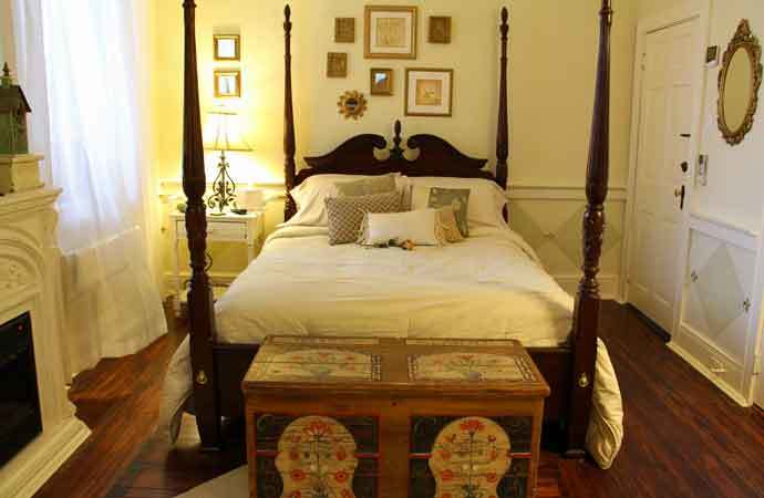 Garden Window Bedroom, 1777 Americana Inn Bed and Breakfast Lancaster County PA