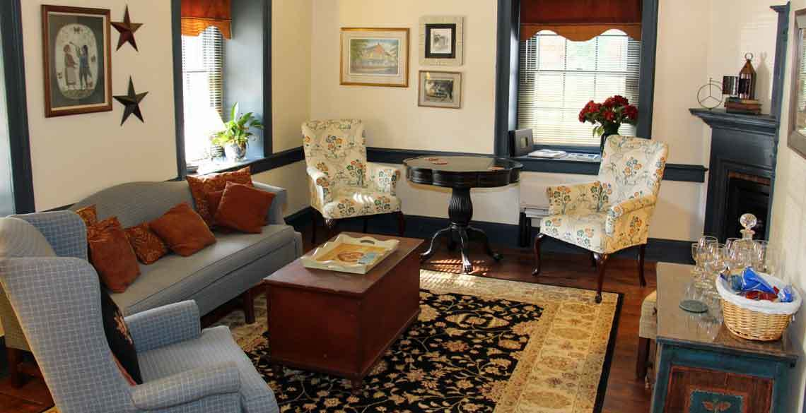 1777 Americana Inn Bed and Breakfast, Ephrata, Lancaster County PA - Sitting Room