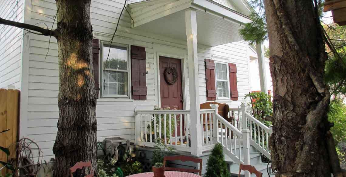 Rustic Hideaway Suite, 1777 Americana Inn B&B