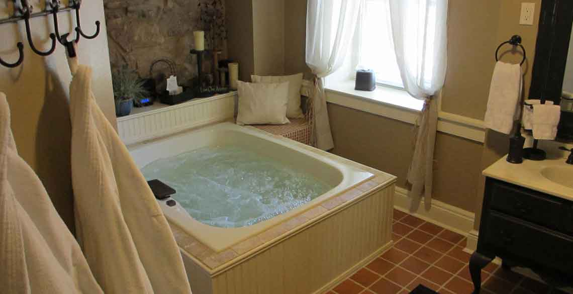 In Room Jacuzzi Primitive Place Room in Ephrata, PA