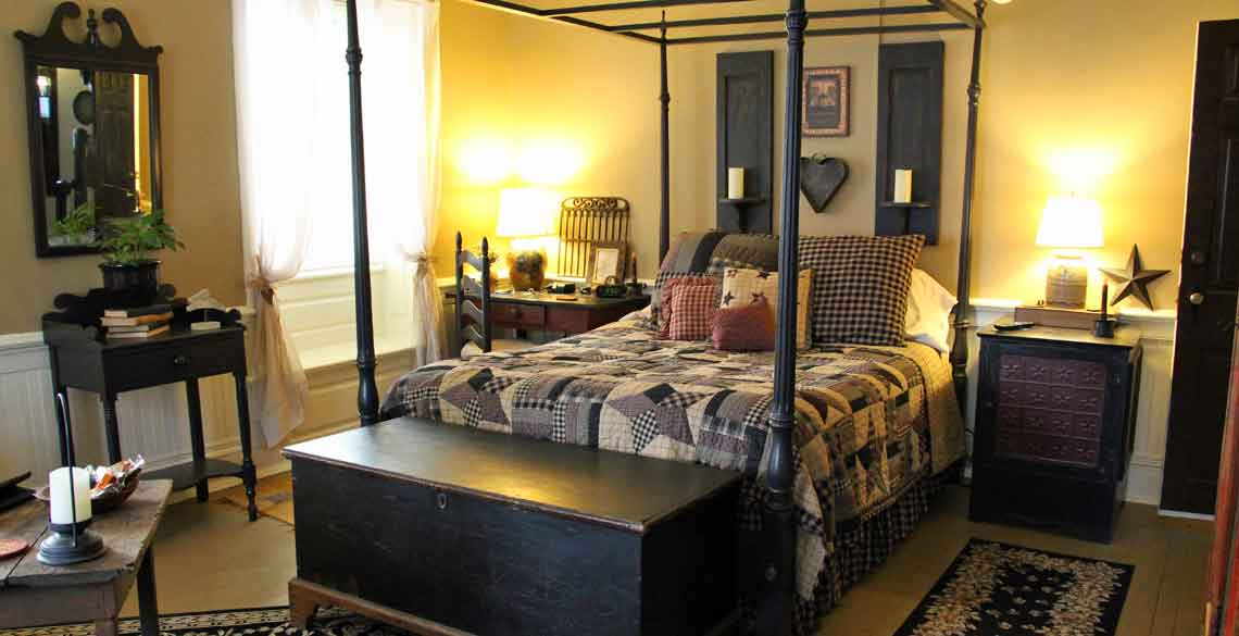 Queen Bed Primitive Place Room in Ephrata, PA