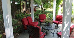 Circle Seating at 1777 Americana Inn