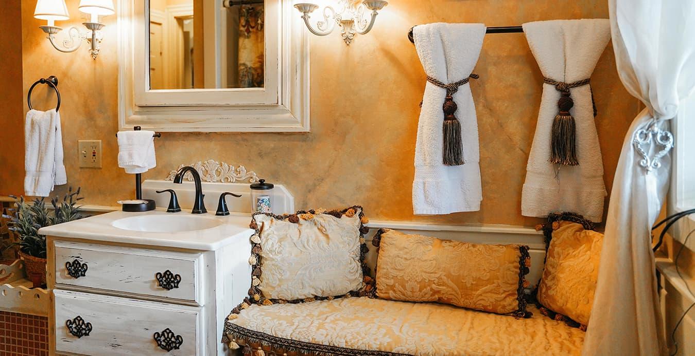 Cozy Bath at 1777 American Inn